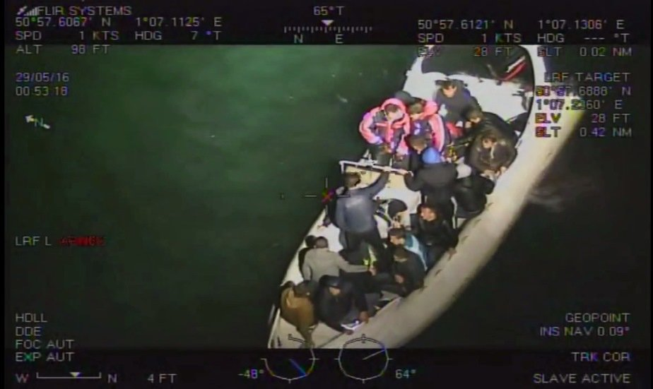 Bateau de migrants traversant la Manche. Crédit : National crime agency
