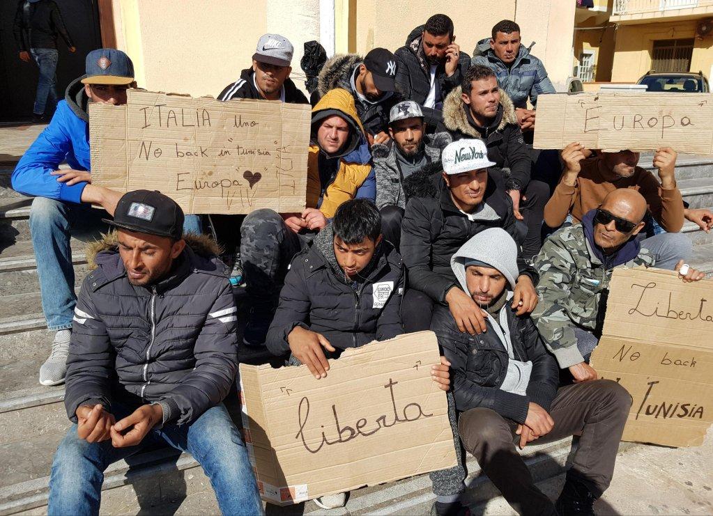 Tunisian migrants protest in Lampedusa Credit:ANSA