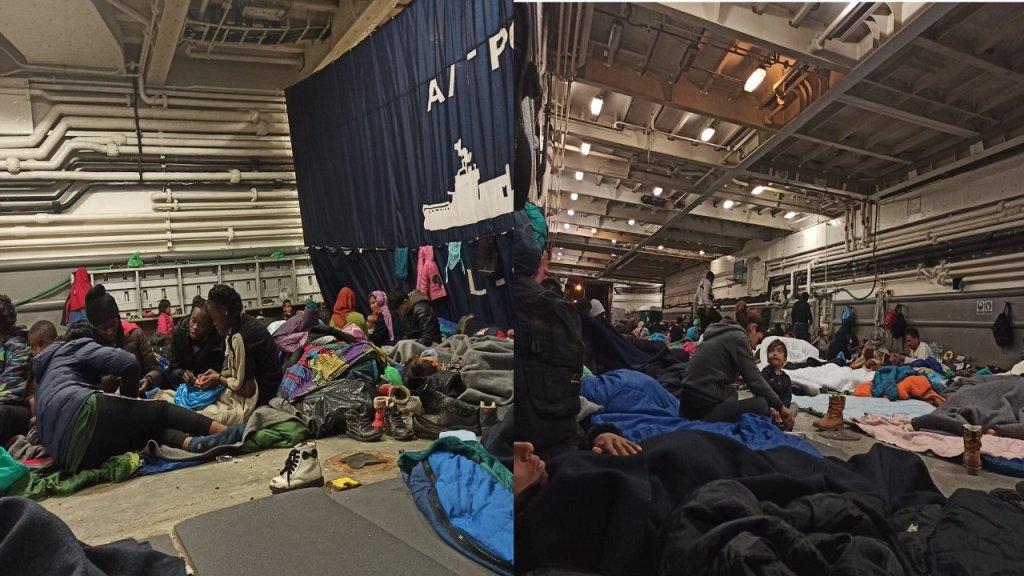 Lintrieur du bateau militaire amarr dans le port du Mytilne  Lesbos Crdit  DR