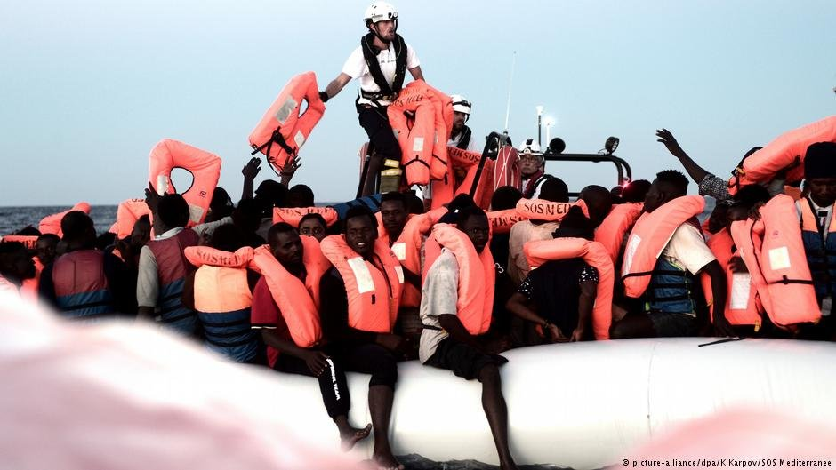 From file: Migrants being rescued by the private rescue organization SOS Mediterranee | Photo: Picture-alliance/dpa/K.Karpov/SOS Mediterranee