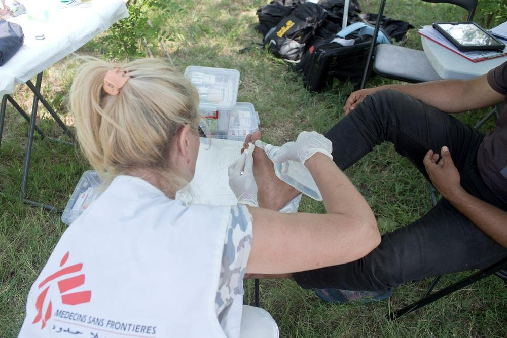 MSF tends to a migrant patient | Credit: Marko Drobnjakovic