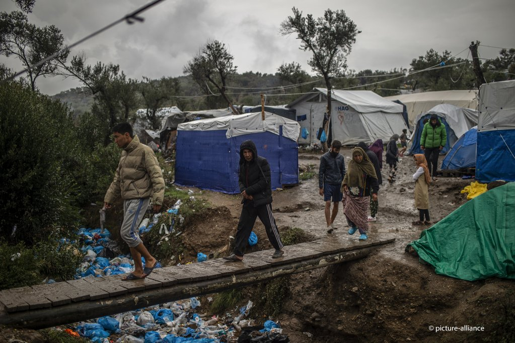 Despite the EU-Turkey deal, the Moria camp for migrants and refugees on the Greek island is dramatically overcrowded | Photo: picture alliance/Angelos Tzortzinis/dpa