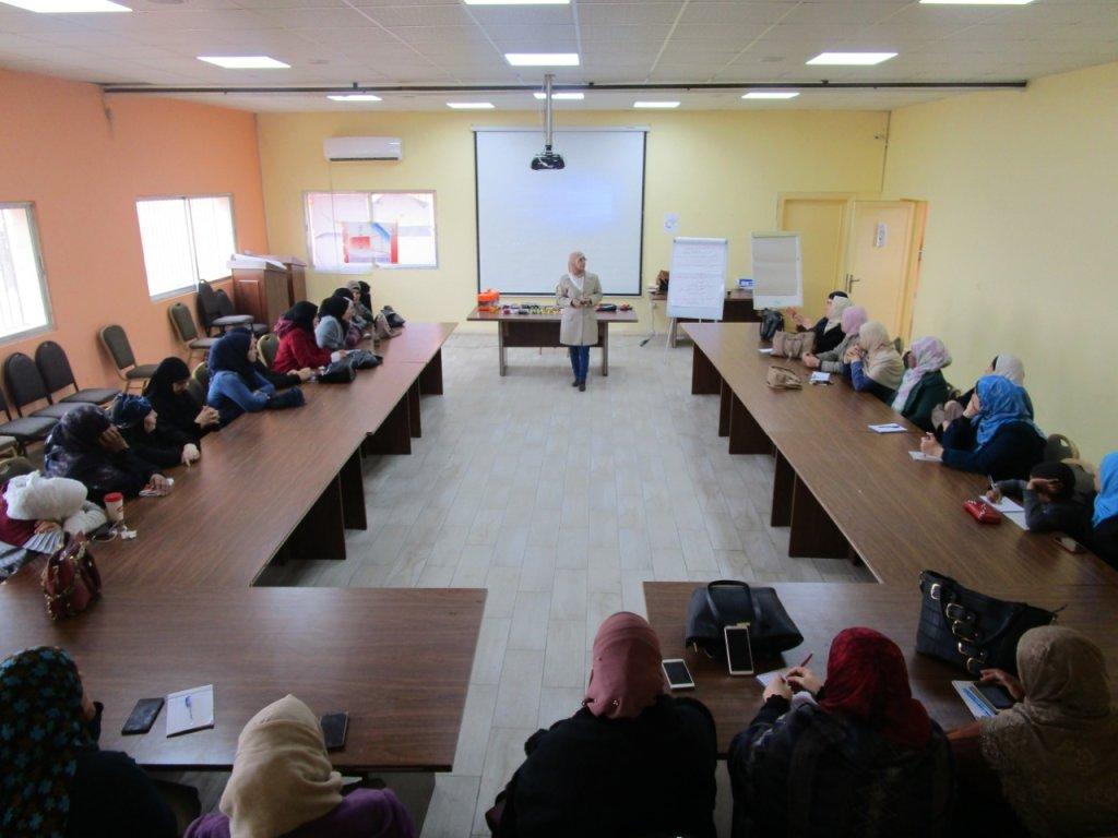 صفاء سكرية تدرب النساء على مهنة السباكة في أكاديميتها