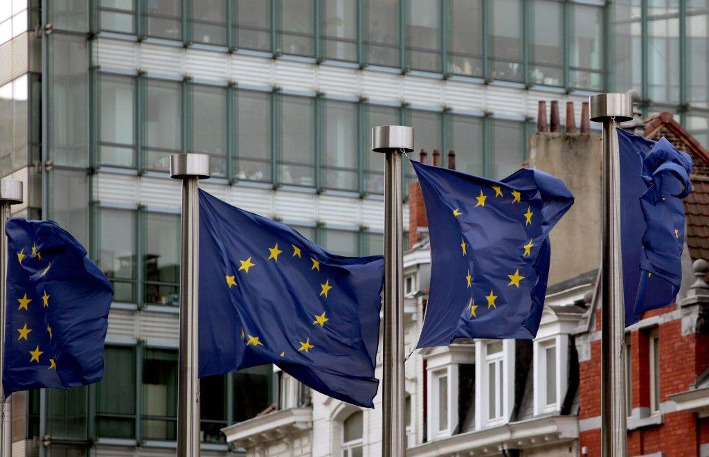 ansa / الأعلام الأوروبية ترفرف بالقرب من مقر المجلس الأوروبي في بروكسل. المصدر: إي بي إيه