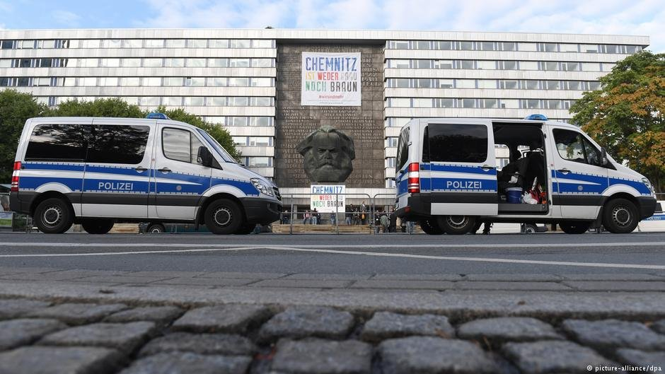 Police vehicles parked near a protest in Chemnitz | Photo: Picture-alliance/dpa