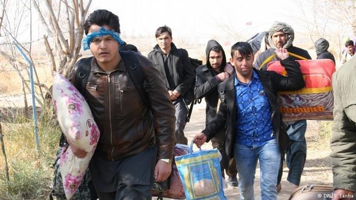 عکس از آرشیف/ گروهی از مهاجران افغان