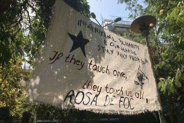 Dans le quartier d'Exarchia, de nombreuses affiches et banderoles d'extrême-gauche. Crédit : Charlotte Boitiaux