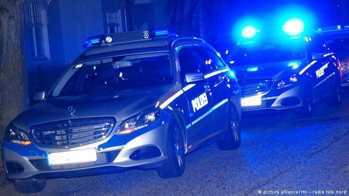 picture alliance/rtn - radio tele nord |صورة لسيارة شرطة ألمانية.