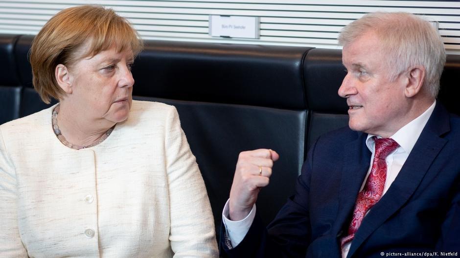 عکس از دویچه وله/ انگلا مرکل صدر اعظم آلمان با هورست زیهوفر وزیر داخله فدرال این کشور.