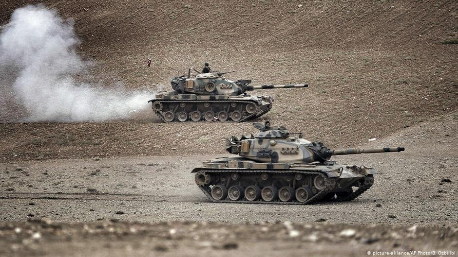 Turkish tanks along the Syrian border | Photo: picture alliance/B. Ozbilici