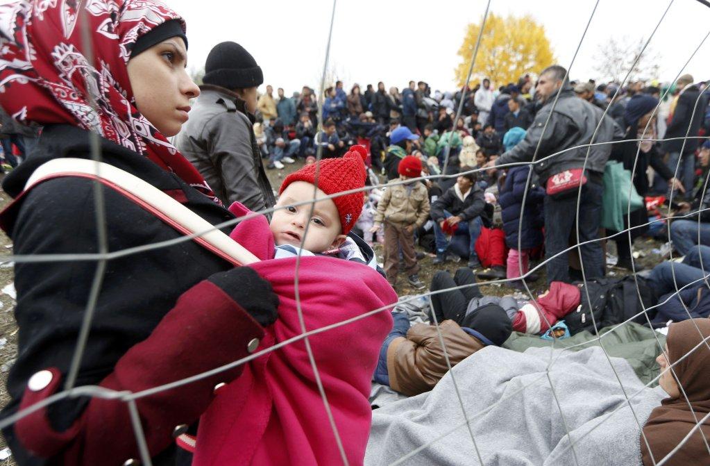 عکس آرشیف: مهاجران در مرز سلوانیا با اتریش. عکس از  Srdjan Zivulovic، خبرگزاری رویترز