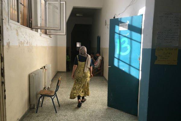 Dans les couloirs de l'école réquisitionnée par Kastro. Crédit : Charlotte Boitiaux
