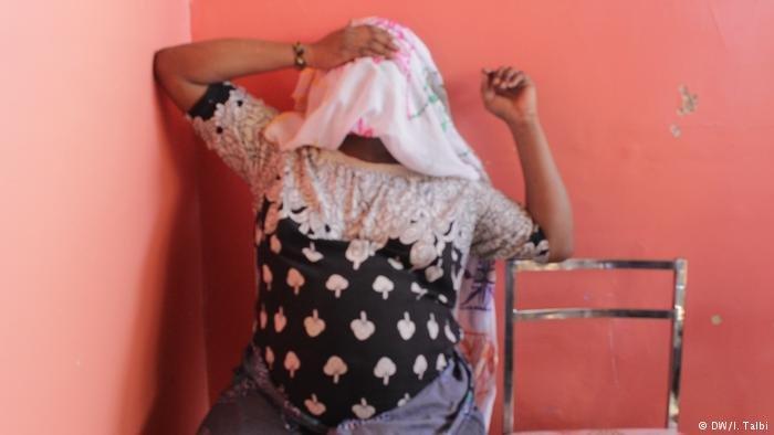 مهاجرة أفريقية تغامر بحياتها للعبور من المغرب إلى اسبانيا رغم أنها حامل!