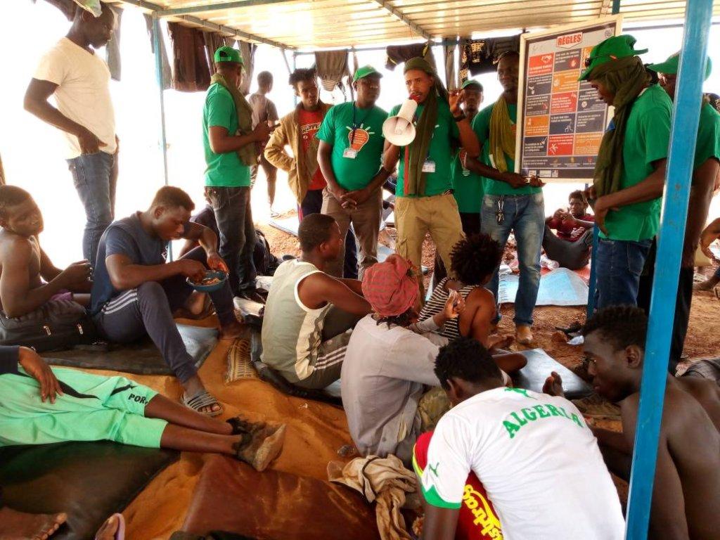 OIM |600 migrants africains ont été expulsés d'Algérie. Au centre de transit pour les migrants a Arlit, ils reçoivent l'assistance directe (nourriture, eau, abri, assistance médicale et psychosociale avant de partir pour le centre de transit d'Agadez.