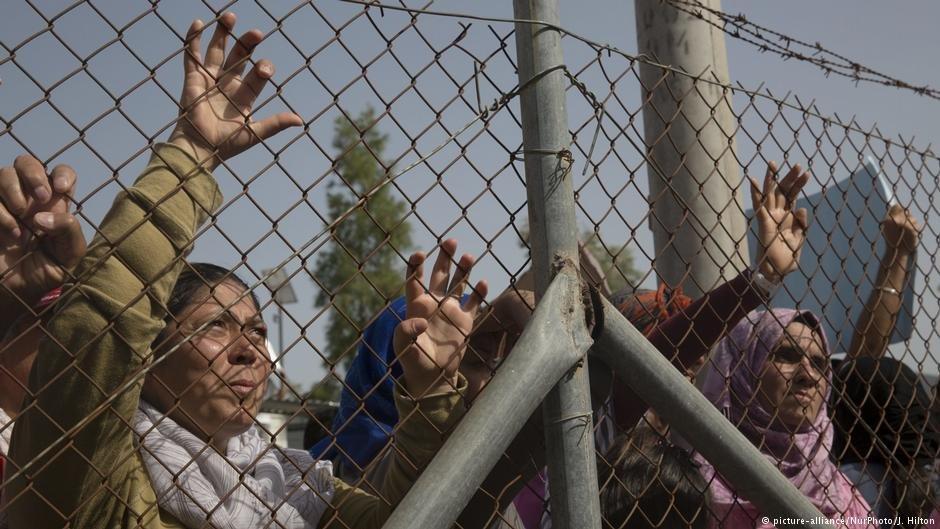 مهاجرون في أحد مخيمات الاستقبال على جزيرة ليسبوس اليونانية. أرشيف