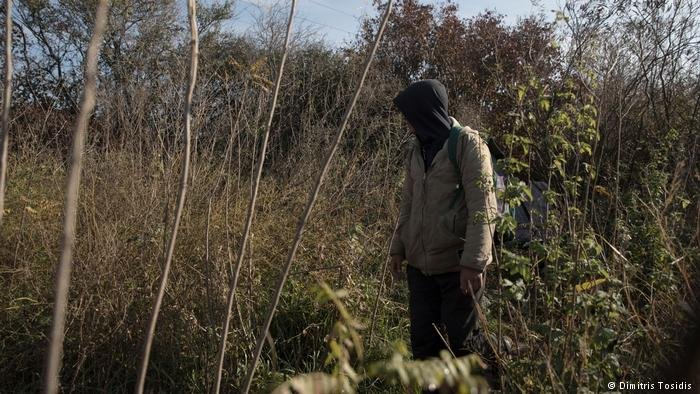 ويختبئ أكثر من 150 شخص في ما يسمى بـالغابة وهي منطقة ذات شجيرات كثيفة بجوار خطوط القطارات التي تربط بين صربيا وكرواتيا