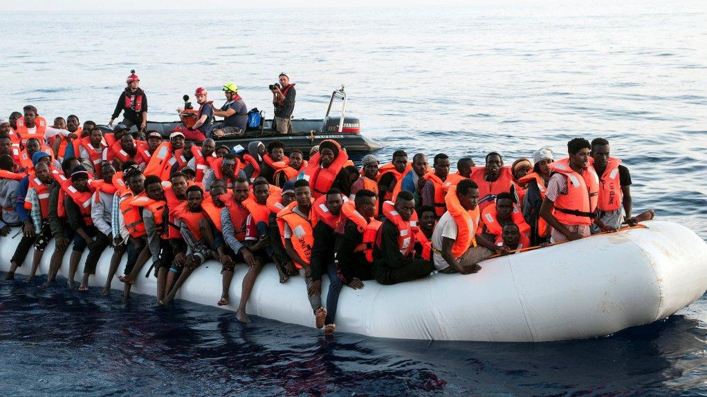 Des migrants ont été secourus en Méditerranée le 21 juin 2018. Crédit : Hermine Poschmann/Misson-Lifeline/Handout via REUTERS