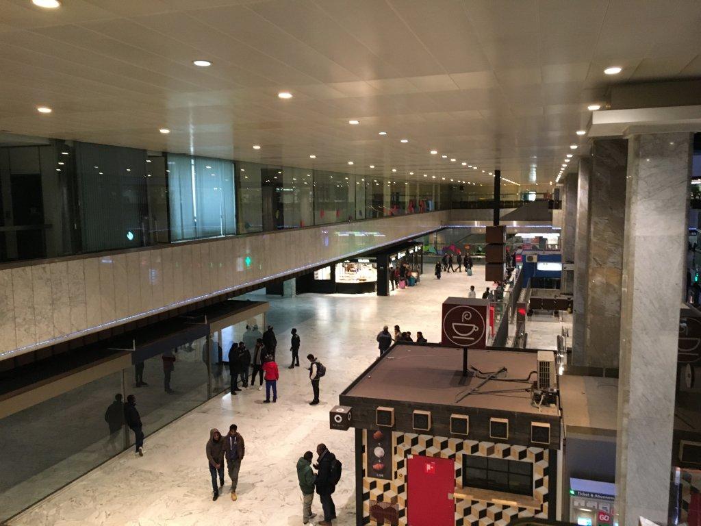 """مهاجرون في محطة القطار """"غار دي نور"""" في بروكسل/ مهاجر نيوز"""