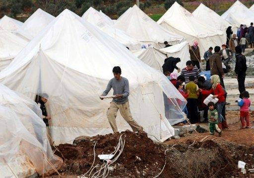 أ ف ب |لاجئون سوريون في مخيم الريحانية الحدودي في تركيا