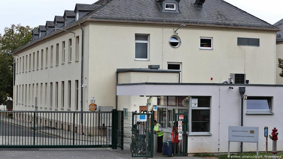 Main gate of the Schweinfurt anchor center | Photo: K. Hildenbrand