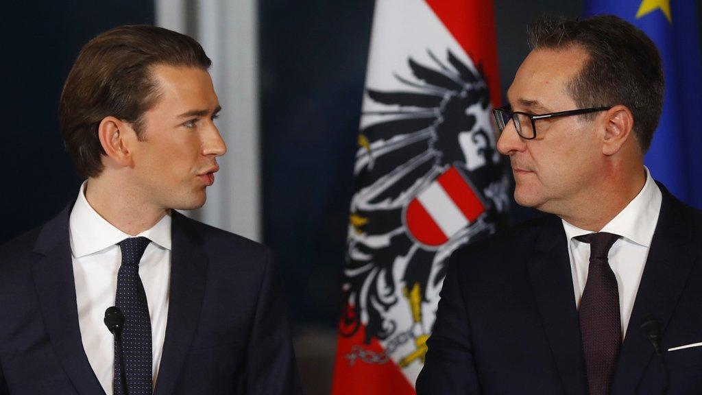 A gauche, le futur chancelier Sebastien Kurz, à droite, Heinz-Christian Strache, le vice-chancelier d'extrême-droite. Crédit : Reuters