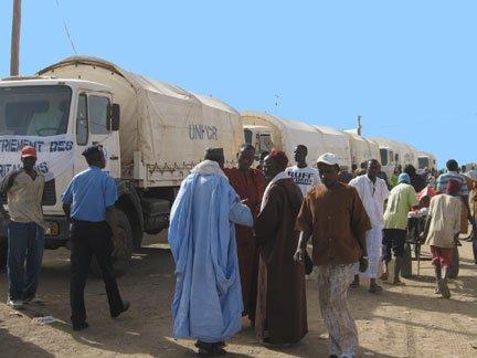 © Manon Rivière/RFI |Un premier groupe de 102 réfugiés mauritaniens sur le chemin du retour à la maison, en 2008.
