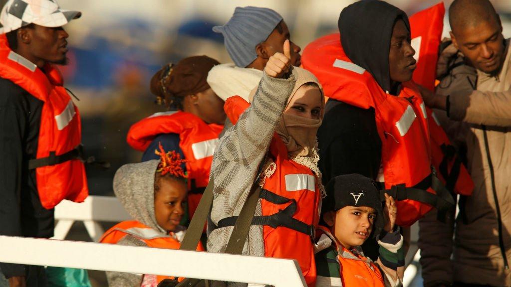 Des migrants débarqués du navire humanitaire Sea-Watch à Malte; le 9 janvier 2018. Crédit : Reuters.