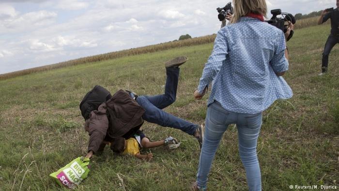 HUngarian journalist trips migrants near Roszke | Photo: Reuters/M.Djurica