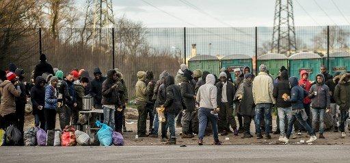 PHILIPPE HUGUEN / AFP |La distribution de nourriture aux migrants à Calais était jusque là assurée par les associations.