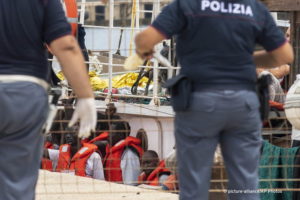 Rescue boat Eleonore disembarks migrants in Italy - InfoMigrants