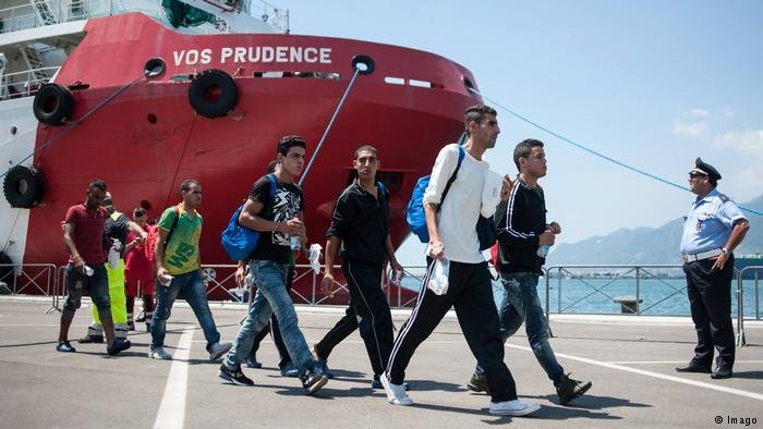 Migrants leaving the Vos Prudence ship from Doctors without Borders