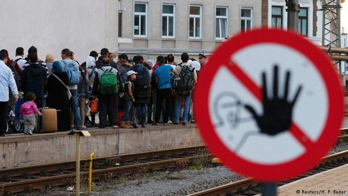 طالبو لجوء في محطة القطارات في فيينا