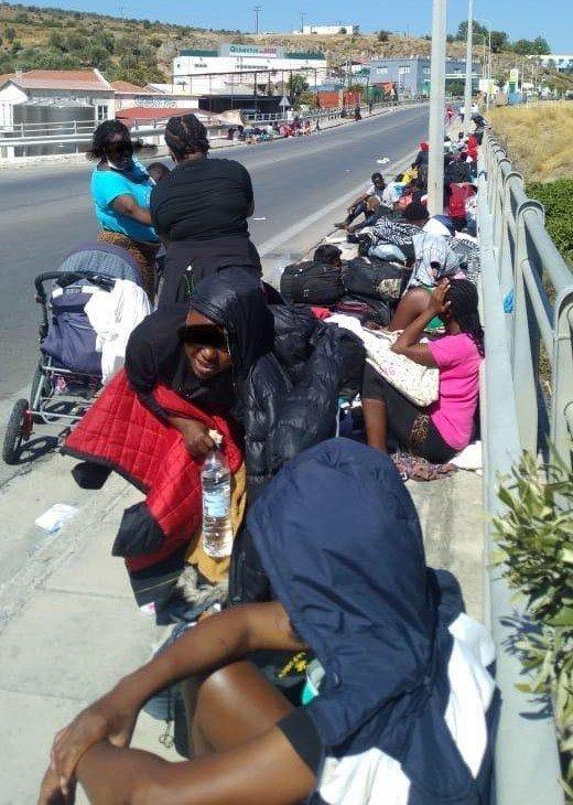 قامت الشرطة بمنع المهاجرين من التوجه إلى ميتيليني. الحقوق محفوظة