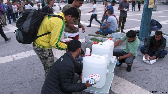 Refugees in Sarajevo receiving meals