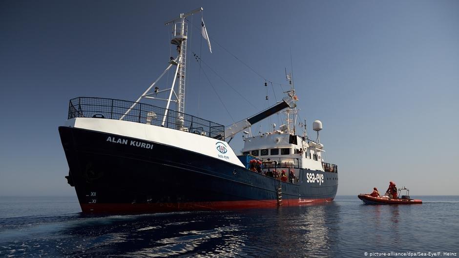 کشتی نجات آلمانی «الان کوردی» در بحیره مدیترانه برای نجات مهاجران از بحر تلاش می کند. عکس: Picture-alliance/dpa/Sea-Eye/F. Heinz