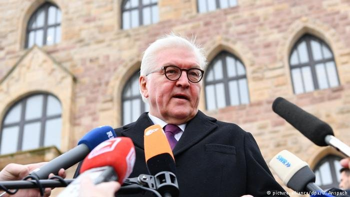 picture-alliance/dpa/U. Anspach |الرئيس الألماني شتاينماير متحدثا في ماينز.