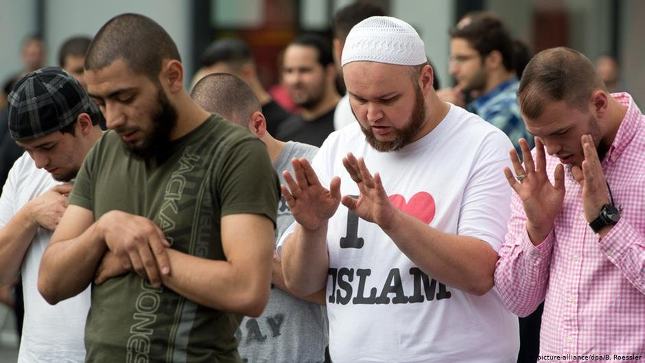 Salafists gathered in Frankfurt in September 2013 as the scene was rapidly growing in Germany  Photo picture-alliancedpaB Roessler