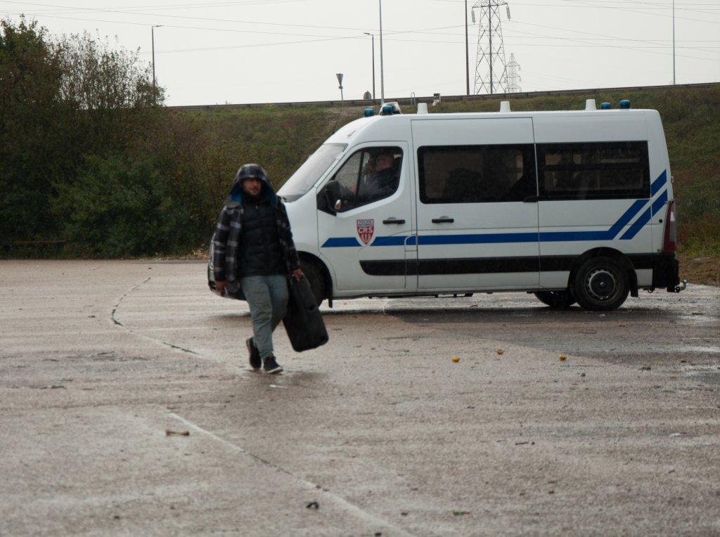 Depuis lvacuation le 17 septembre du gymnase de Grande-Synthe des centaines de migrants dorment dans les bois Les campements sont dmantels tous les jours par la police Crdit  Dana Alboz  InfoMigrants