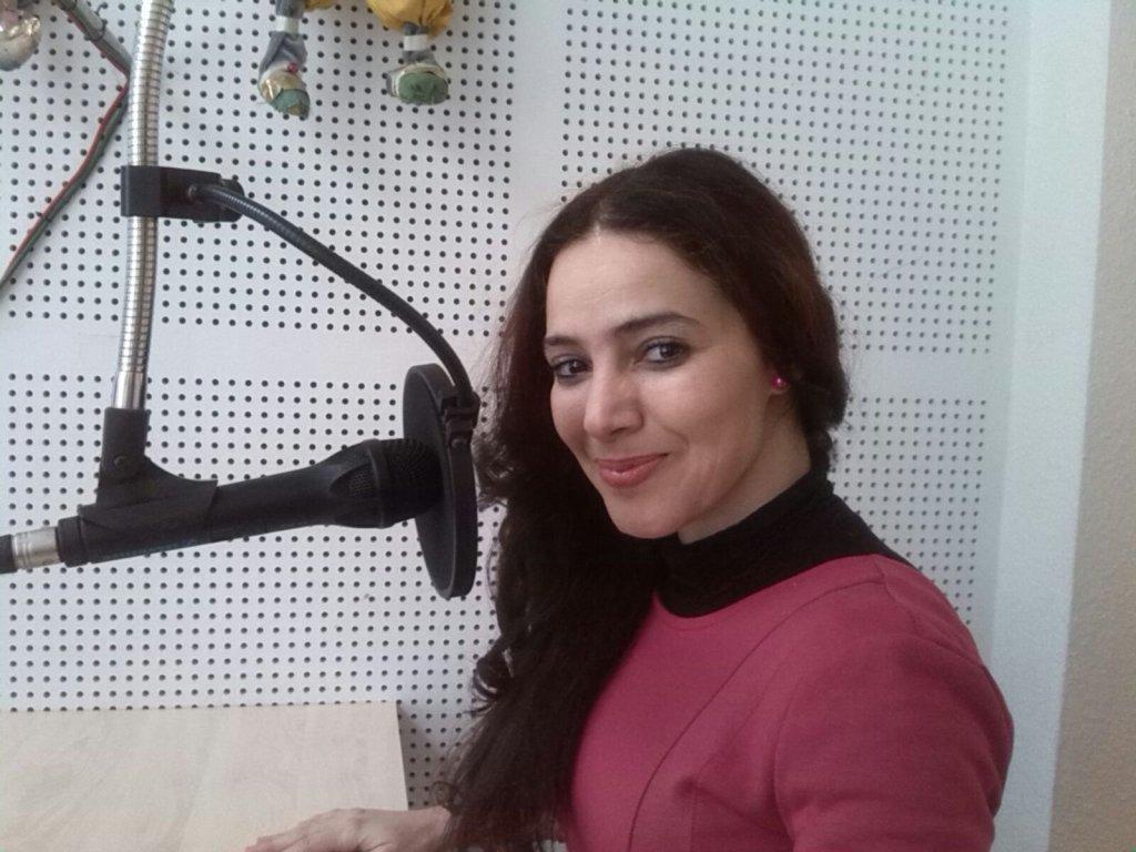 فاطمة بوعناني ـ أنفلوس المشرفة على إعداد وإصدار كتاب: لاجئون يتحدثون.. هل تعرف من أنا؟