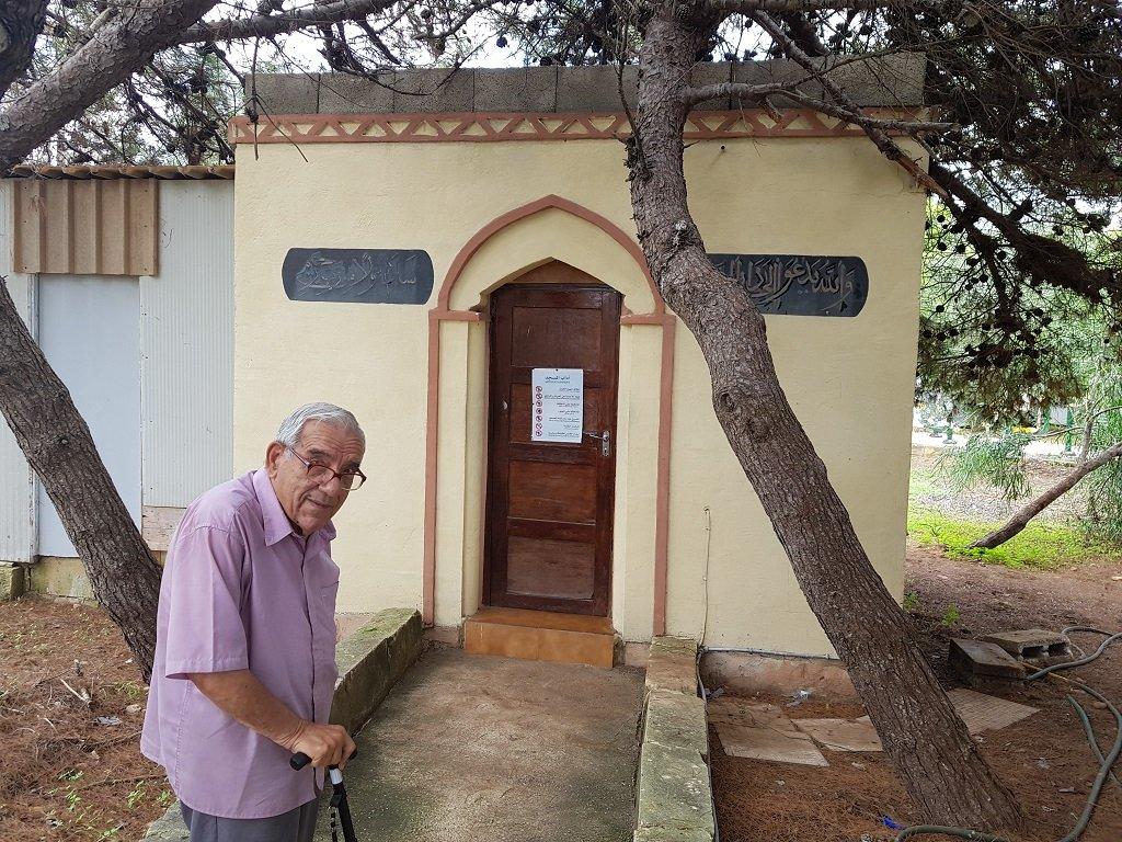 Dionysus Mintoff devant la mosque construite au Peace Lab Crdit  Anne-Diandra Louarn  InfoMigrants