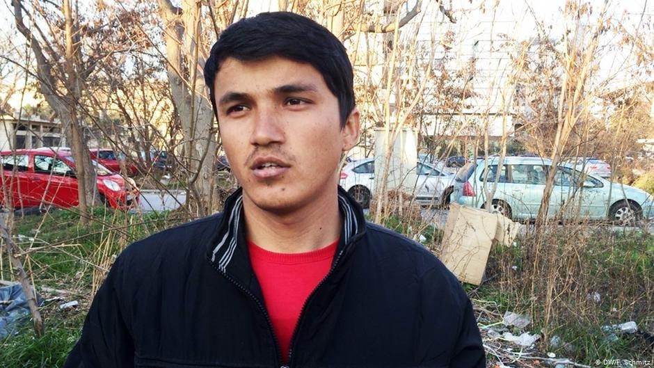 عکس از آرشیف دویچه وله/ جوان ۱۹ ساله افغان که از ترکیه به یونان فرستاده شده است.