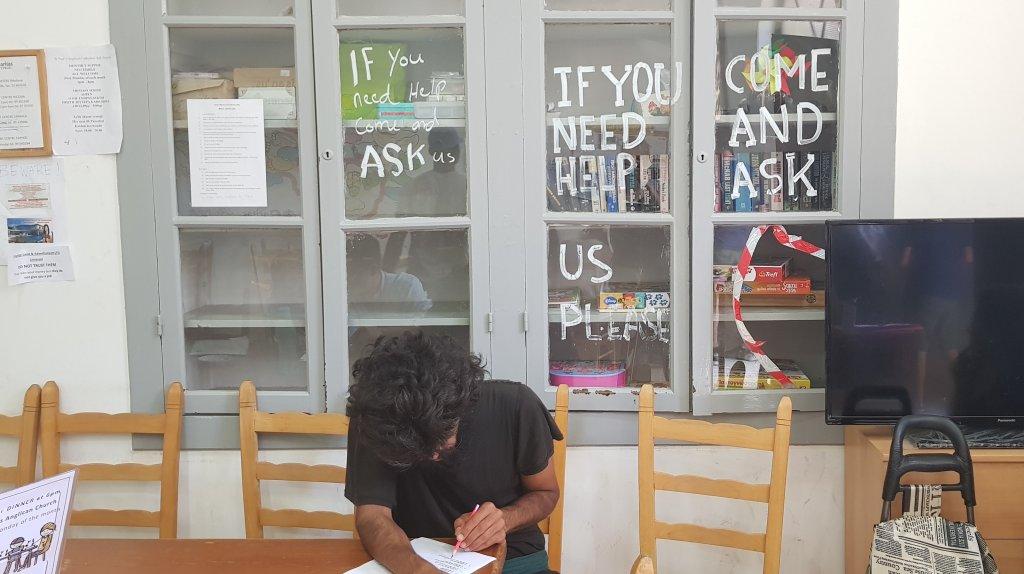 Un migrant est venu demander conseil au centre de Caritas à Nicosie. Crédit : Anne-Diandra Louarn / InfoMigrants