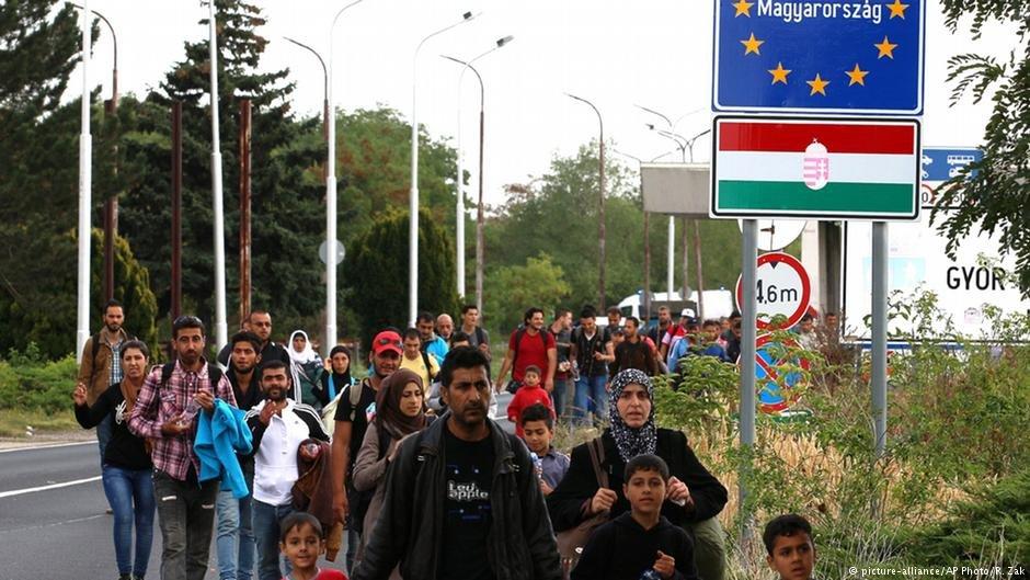 گروهی از مهاجران  که در جریان سال ۲۰۱۵ به گونه دسته جمعی وارد اتحادیه اروپا شدند