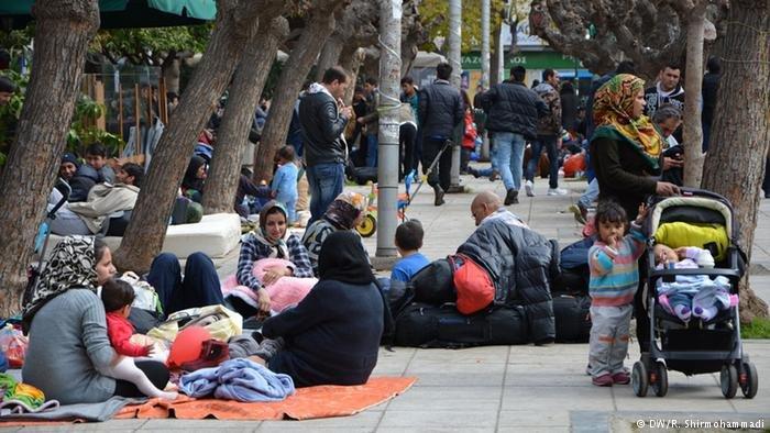پناهجویان در جاده های یونان