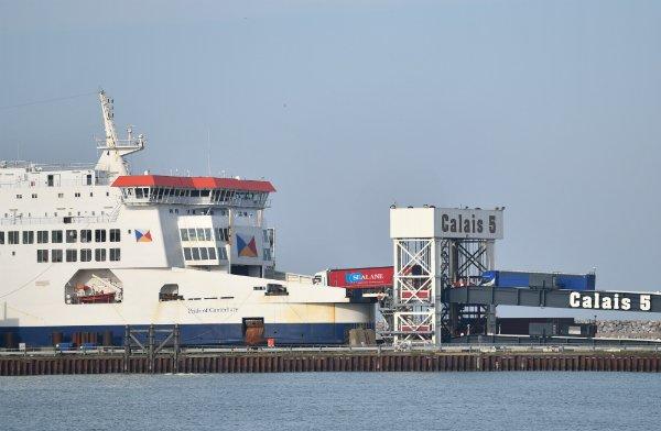 Le ferry Pride of Canterbury, qui assure une liaison avec l'Angleterre, est amarré au port de Calais, mercredi 30 octobre. Photo : Mehdi Chebil