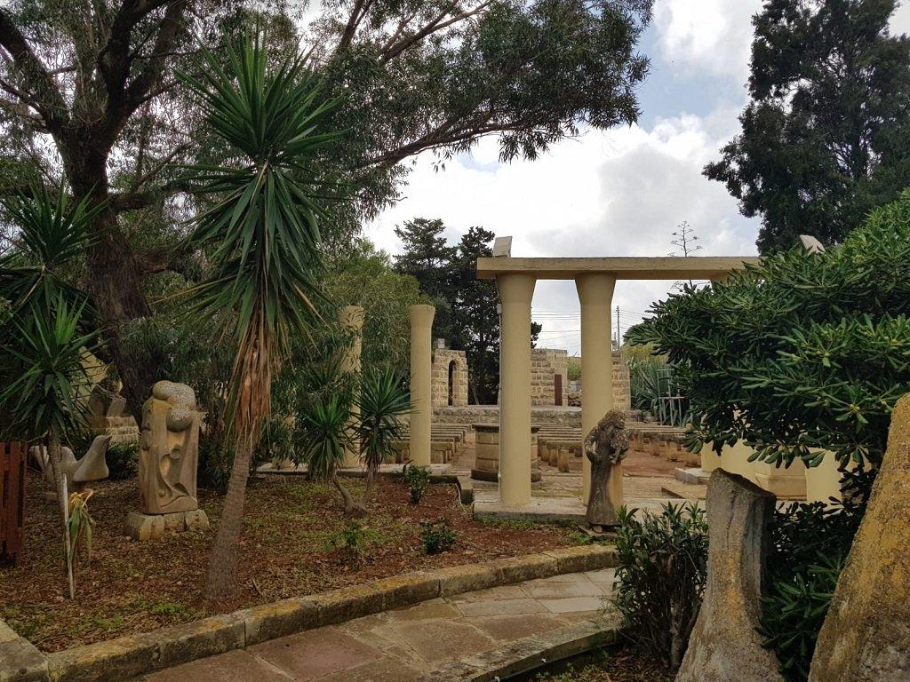 """جزء من حديقة مركز """"مختبر السلام"""" في هل فار جنوب فاليتا. مهاجر نيوز"""