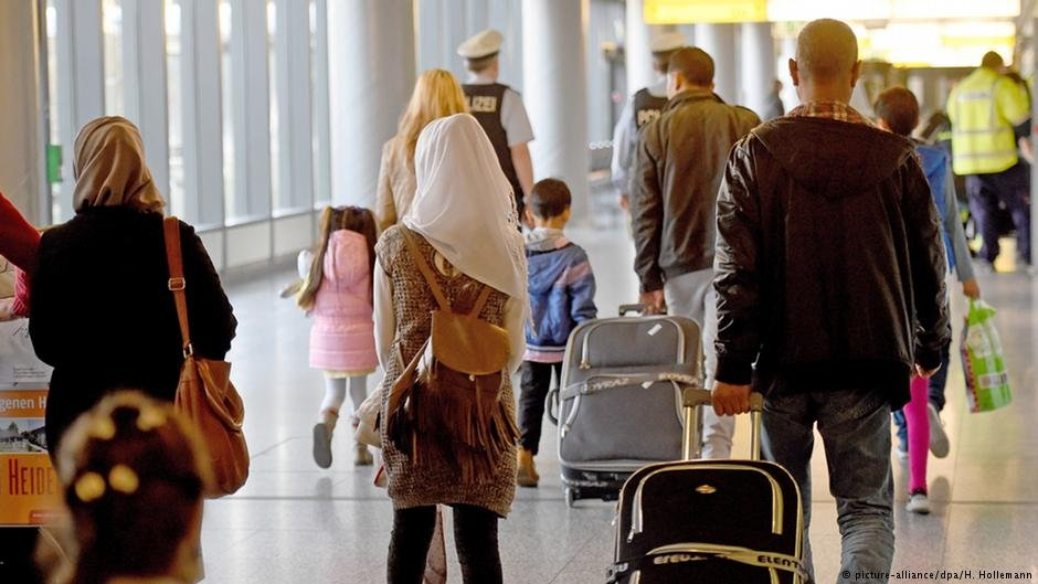 Syrian refugees arriving in Germany from Turkey - legal travel is only possible with a valid passport