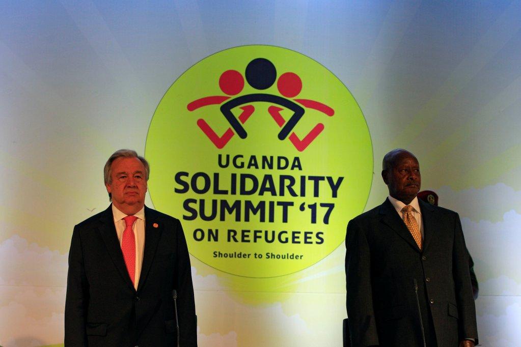 Le secrétaire général de l'ONU, Antonio Guterres (g) et le président Yoweri Museveni au Sommet de la solidarité, ce vendredi 23 juin 2017. Crédit : Reuters