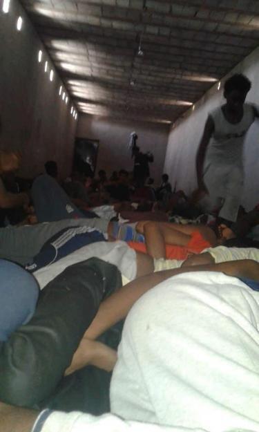 Cette photo non date a t prise par les migrants pendant leur captivit dans un centre de torture dans la ville de Bani Oualid