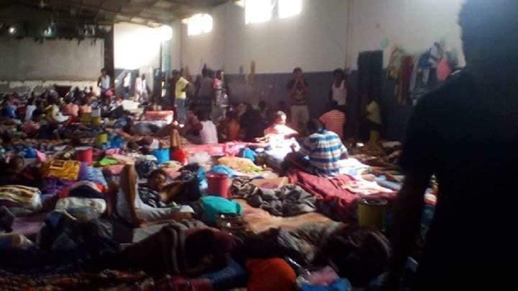مجموعة من المهاجرين السودانيين المحتجزين في سجن تاجوراء في ليبيا. الصورة أرسلها لنا أحد أقارب هؤلاء المهاجرين